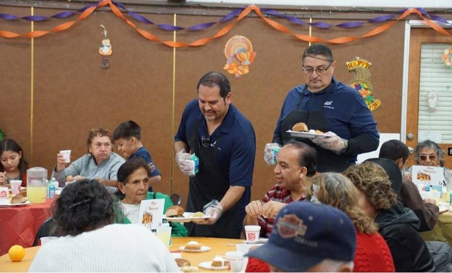 SDG&E employees volunteer to serve holiday meals.